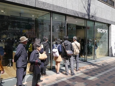 4月1日にオープンしたソニーストア札幌。札幌市営地下鉄「大通」駅から徒歩1分、三越札幌に隣接する場所にある。地元の人には、かつてはアップルストア札幌が出店していた場所といった方が分かりやすいかもしれない