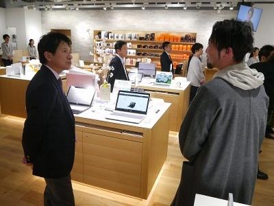 ソニーマーケティングの河野社長は、札幌のクリエーターたちと懇親を深める