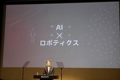 2016年6月29日に開催された2016年度経営方針説明会で、ロボット事業に取り組む姿勢を示したソニーの平井一夫社長