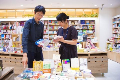 HMV&BOOKS HIBIYA COTTAGEの店内にて