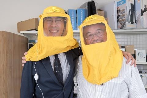 サンコー 山光博康(やまみつひろやす)社長(右)。1965年広島県生まれ。大学卒業後、秋葉原のPC周辺機器の輸入販売会社に入社。 2003年にサンコーを設立し、社長に就任。  「面白くて、役立つ」をコンセプトとした商品に特化した通販サイト「レアモノショップ」を展開。オリジナル企画商品も多数手がける