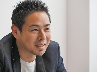 片岸憲一(かたぎしけんいち):DMM.com取締役、DMM GAMES代表。DMM.comに入社後、DVDレンタル店舗でのマネージメント業務、Web制作、営業、提携買収の対外交渉などを担当。その後、2011年にオンラインゲーム事業をスタートさせた。本人自身もかなりのゲーマーを自認する。