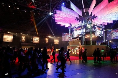「XFLAG PARK」ではゲームの世界をモチーフに、さまざまなショーを展開