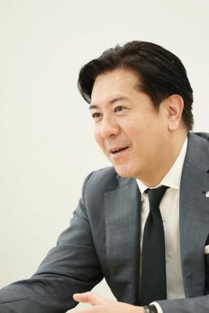 ●早川英樹(はやかわ・ひでき): コナミデジタルエンタテインメント 代表取締役社長。1970年6月17日生まれ(47歳)。神奈川県出身。1996年にコナミグループへ入社し、家庭用ゲームやモバイルゲーム事業などを経て、2011年にコナミデジタルエンタテインメント執行役員。2014年より同社 代表取締役副社長。2015年4月1日より現職
