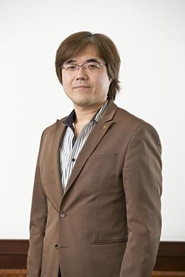 鯉沼久史(こいぬま・ひさし): 1994年に東京電機大学を卒業、コーエー(現コーエーテクモゲームス)入社。「無双」シリーズを手がけた開発チーム「ω-Force」にも所属。主にアクションゲームの制作に携わる。2006年に執行役員。2011年に専務、2013年に副社長。2012年にはコーエーテクモホールディングスの取締役にも就任。栃木県出身