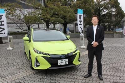 新型プリウスPHVと、製品企画を担当したトヨタ自動車Mid-size Vehicle Company MS製品企画の金子将一主査