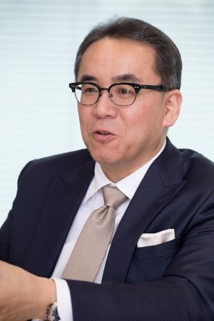 ●松田洋祐(まつだ・ようすけ): スクウェア・エニックス・ホールディングス/スクウェア・エニックス 代表取締役社長。1963年生まれ。2001年にスクウェア・エニックス(旧スクウェア)に入社後、同社執行役員・取締役、タイトー取締役、スクウェア・エニックス・ホールディングス取締役などを経て、2013年から現職