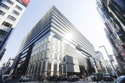 外観は谷口建築設計研究所の谷口吉生氏が基本設計とデザインを担当し、「のれん」「ひさし」をイメージした(写真:名児耶 洋、以下同じ)