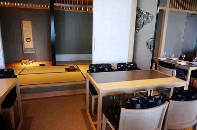 茶室もあるプレミアムラウンジ、バー、12席限定のシェフが対面で対応するカウンターのみの空間、パーティー会場、多目的ホールを完備