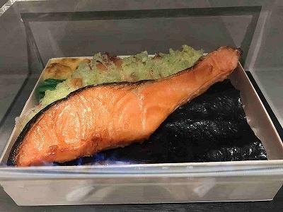 海苔弁専門店「刷毛じょうゆ海苔弁山登り」では「海」「山」「畑」(各1000円)の海苔弁を選べ、好みで総菜を追加することもできる