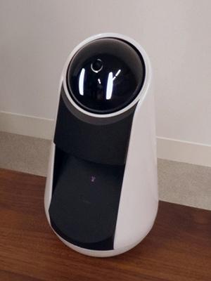 小型ロボットの「Xperia Agent」。話しかけると、音声で答えたり、指示に合わせて動作したりする