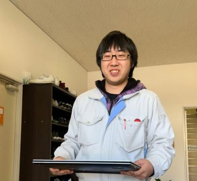 チャイムを押すと、専任の担当者が出迎えてくれる。今回担当してくれたのは、埼玉サービスセンター修理診断グループの南薗裕介さん