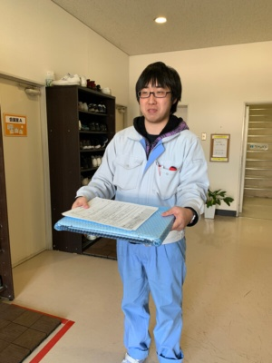 サービスセンターの玄関まで担当者が修理の完了したパソコンを持ってきてくれる