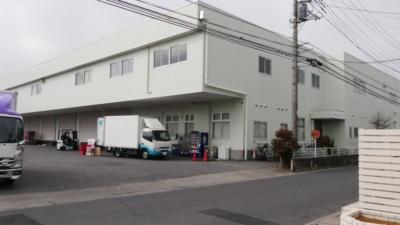 埼玉県春日部市にある埼玉サービスセンター。マウスコンピューターの製品は、ほぼすべてここで修理される