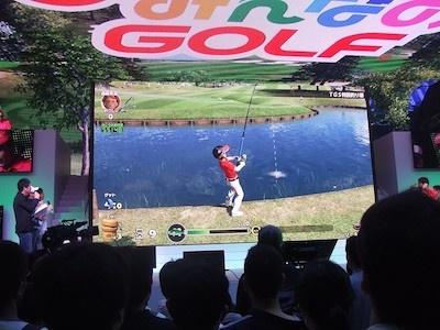 勝負の前に、なぜかゴルフそっちのけで釣りを楽しむ吉本芸人のみなさん