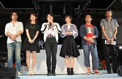 左から、イラストレーターの天神氏、声優の瀬戸さん、内田さん、鈴木さん、BNEの下河邉氏、大塚氏(写真:中村宏)