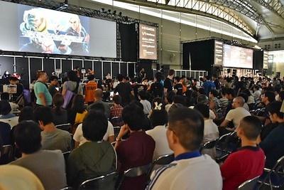 カプコンの対戦格闘ゲーム「ストリートファイターV」の公式世界大会「CAPCOM Pro Tour 2016:JAPAN CUP」がe-Sportsステージで開かれた。会場は立ち見が出るほどの大混雑だった