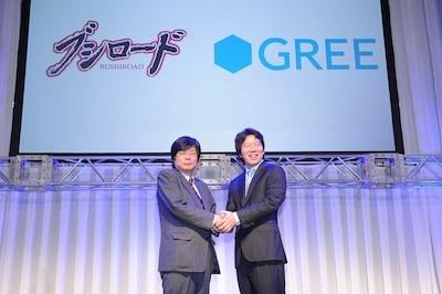 握手をかわすブシロードの木谷社長(左)とグリーの田中社長(右)<br />(写真提供:ブシロード)