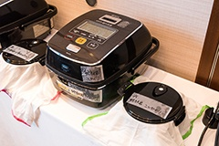 炊き上がった米は、おひつに移して10分間放熱してから審査員に供された