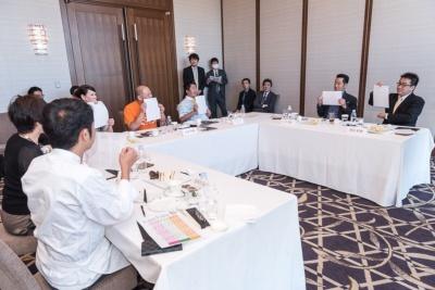 最終決選は審査委員が選んだ品種を紙に書いて同時に開票。「きぬむすめ」が5票、「ゆめぴりか」が2票となり、「きぬむすめ」が大賞米として選ばれた