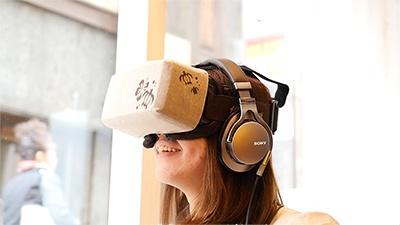「H.I.S. Hawaii 新宿三丁目」で使用しているのは、高性能なVRゴーグルの「Oculus Rift」