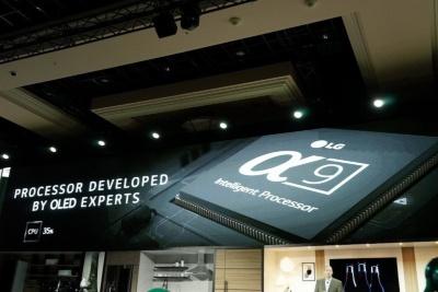 LGは今回初めて高画質回路「α9」を大々的に発表