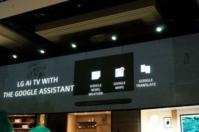 「Google Assistant」ではニュースや天気予報、地図を調べて、テレビ画面に表示する