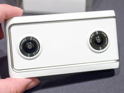 カメラを2つ備えたシンプルな外観を採用する