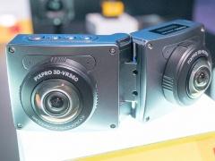 別の全天球カメラのプロトタイプ。前後にカメラを搭載するオーソドックスな仕様だが、カメラを開くと3Dでの撮影も可能になる