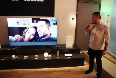 米国で発売されているAndroid TV搭載の4Kブラビアは、ソフトウエアアップデートでGoogleアシスタントを搭載した。ブースでもデモンストレーションを紹介していた