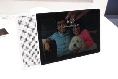 こちらはレノボの製品だが、スマートスピーカーにディスプレーを合体させた新カテゴリーのデバイス「Googleスマートディスプレイ」が発表された。ソニーもグーグルのアーリーパートナーに名を連ねている