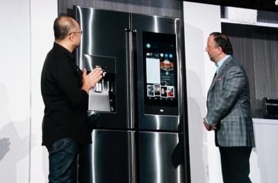 サムスン電子が独自のAIプラットフォーム「Bixby」を搭載するスマート冷蔵庫を発表。スマホから操作できるだけでなく、単体でスマートホームのコントロールセンターになる
