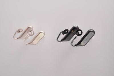 ソニーモバイルが発表した「Xperia Ear Open-Style CONCEPT」も、オープンエアタイプのコミュニケーション用途を想定したイヤホン。AIアシスタントの搭載も計画する