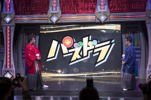 「パズドラプロジェクト2018」のメディア向け発表会での森下氏(左)。6周年を迎えた『パズドラ』シリーズの今後の展開を発表した