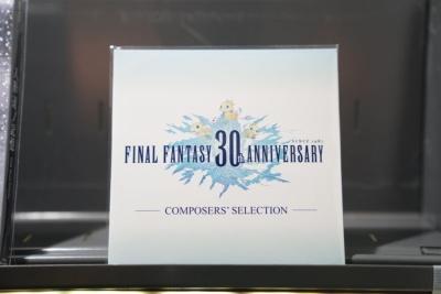 さらに3500円以上の購入で各コンポーザーが選曲したFFサウンドのコンピレーションアルバム『FINAL FANTASY 30th ANNIVERSARY COMPOSERS' SELECTION』をゲットできる