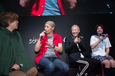 コスプレ専門誌「COSPLAY MODE」アドバイザーのジャッキー道斎さん(左から2番目)、コーエーテクモゲームスのコスプレコンテストではお馴染みの声優、小野坂昌也さん(左から3番目)も審査員として参加