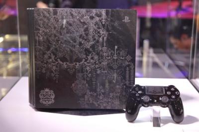 こちらは、6月に発表されたもう1つの限定モデル「PlayStation 4 Pro KINGDOM HEARTS III LIMITED EDITION」も展示中