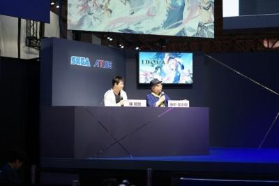 プロデューサー、脚本・世界観の作成を担当した田中俊太郎氏(写真右)、ディレクターの陳智政(同左)