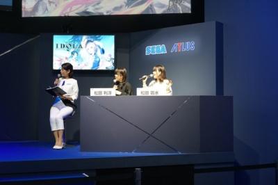 『イドラ』公認応援団の双子声優、松田利冴さん(写真左)と松田颯水さん(同右)も出演。ロウとカオスを表現するように、白と黒の衣装で登場した