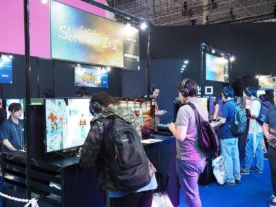 セガゲームスのブースにある『シェンムー I&II』の試遊台。後のさまざまな作品にどれだけの影響を与えたか、その偉大さを体験せよ