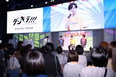 約30分間のトークショウには女性客を中心に、多くの観客が集まった