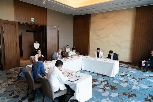 審査会は、食の分野で活躍する7人の審査委員によって行われた