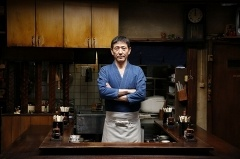 TBS系で深夜に放映されて人気だった連続テレビドラマシリーズ『深夜食堂』も配信。最新シリーズ『深夜食堂 -Tokyo Stories-』はNetflixで独占配信された。海外でも人気という<br> (C) 2016安倍夜郎・小学館/ドラマ「深夜食堂」製作委員会