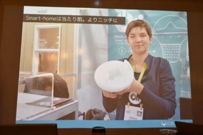 スマートホーム:「スマートロックは当たり前で、よりニッチな製品が多かったです。写真はパリのスタートアップの製品で、自宅のプールに浮かべておいて、キラキラ光るLEDの下に水質管理センサーを搭載する製品です」(岩佐氏)