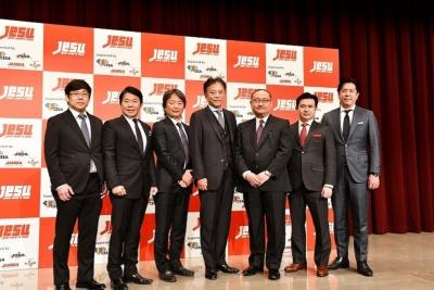 JeSUの役員を務める7人。左から、ガンホー・オンライン・エンターテイメントの越智政人取締役CS本部長、カプコンの辻本春弘社長、日本eスポーツ協会理事を務めた平方彰氏、CESAの会長も務めるセガホールディングスの岡村秀樹社長、Gzブレインの浜村弘一社長、SANKOの鈴木文雄社長、コナミデジタルエンタテインメントの早川英樹社長