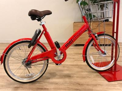 コーポレートカラーの赤を採用したメルチャリの自転車
