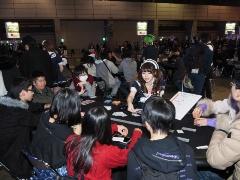 国内最大級のゲームの祭典として開催された「闘会議2018」。広い会場内には写真の「アナログゲームエリア」のほか、物販コーナーをはじめ、さまざまなエリアやステージが設えられ、来場者を楽しませていた