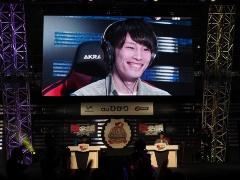 第1セットを落とした後、第2、第3セットと連取し、優勝を決めたスー☆選手は、その瞬間にこの笑顔