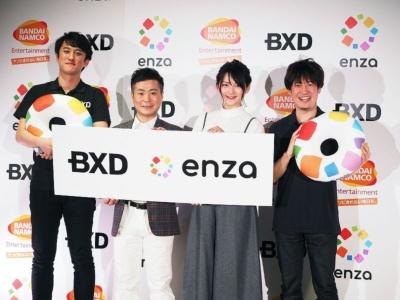 左からBXD取締役の内藤裕紀氏、タレントのカラテカ・入江慎也氏、鈴木咲さん、BXD社長の手塚晃司氏