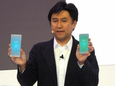 ソニーモバイルが新たに発表したXperia XZ2(左)と、Xperia XZ2 Compact